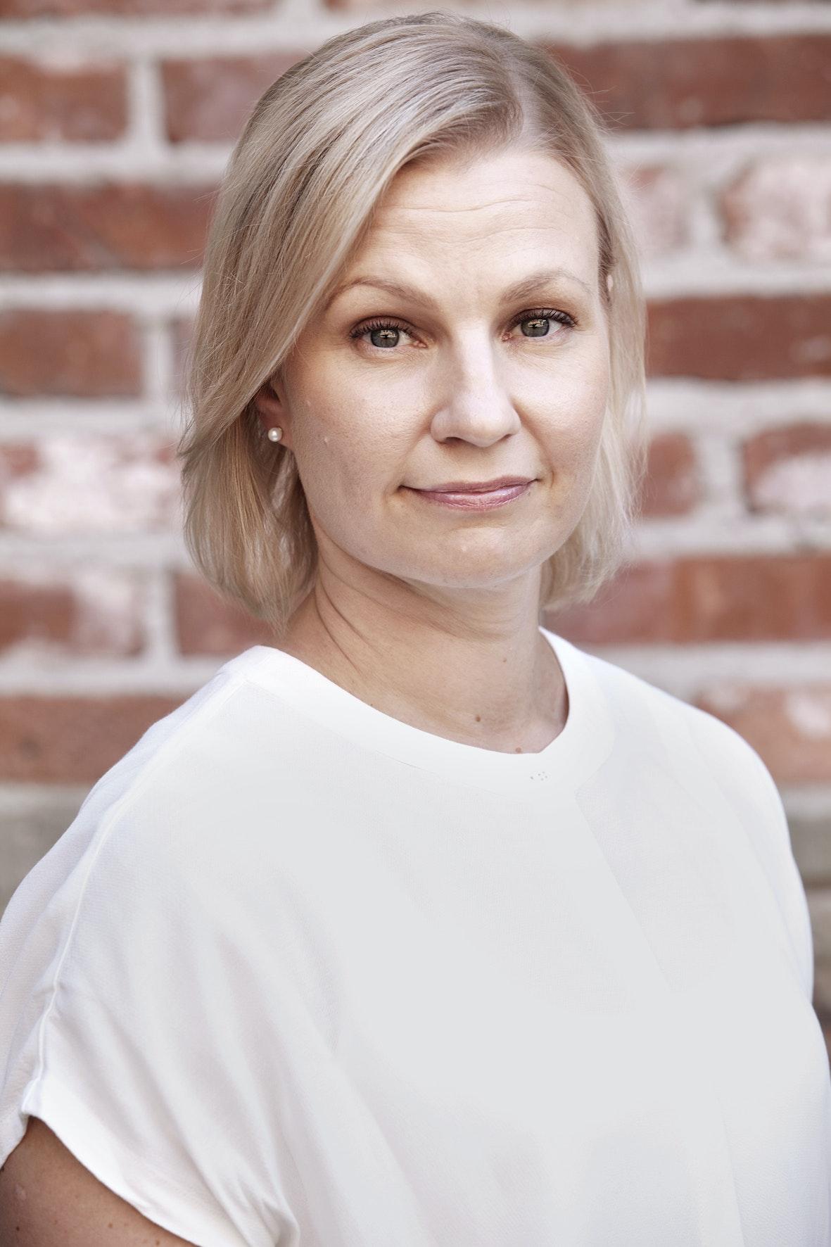 Kirjanpitäjä voi pätevöityä laaja-alaiseksi asiantuntijaksi, joka konsultoi asiakkaita ja työtovereita erikoiskysymyksissä, kertoo Emma Joki.