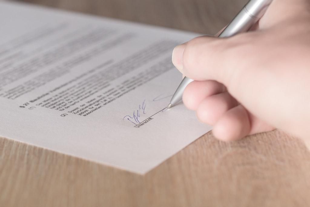 tyosopimuksen allekirjoittaminen