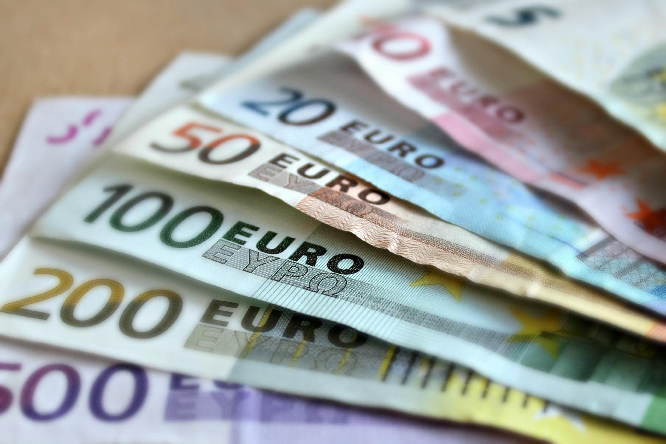 Työttomyysetuudet ja eurot