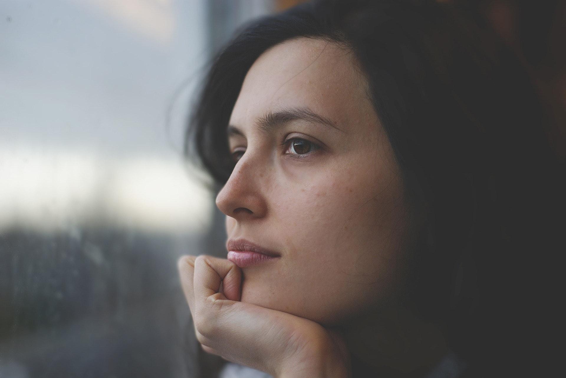"""Introvertti Marja, 22, vaihtoi tarjoilijasta siivoojaksi – """"Halusin tehdä töitä pääasiassa yksin"""""""